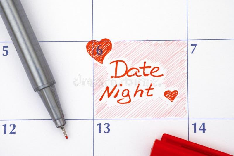 Νύχτα ημερομηνίας υπενθυμίσεων στο ημερολόγιο στοκ φωτογραφία
