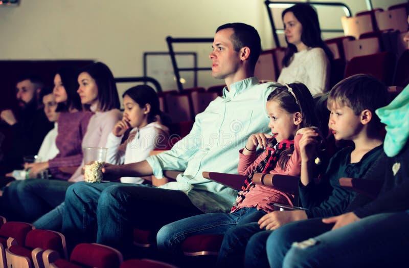 Νύχτα κινηματογράφων παρουσίας ακροατηρίων για την κωμωδία στοκ φωτογραφία με δικαίωμα ελεύθερης χρήσης