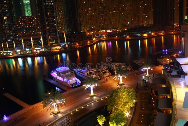 νύχτα μαρινών του Ντουμπάι στοκ εικόνες