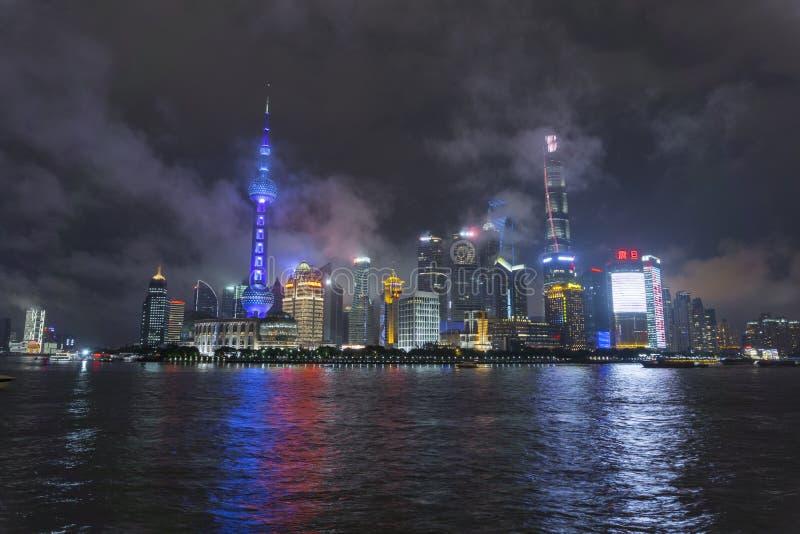 Νύχτα οριζόντων της Σαγκάη στοκ φωτογραφία με δικαίωμα ελεύθερης χρήσης