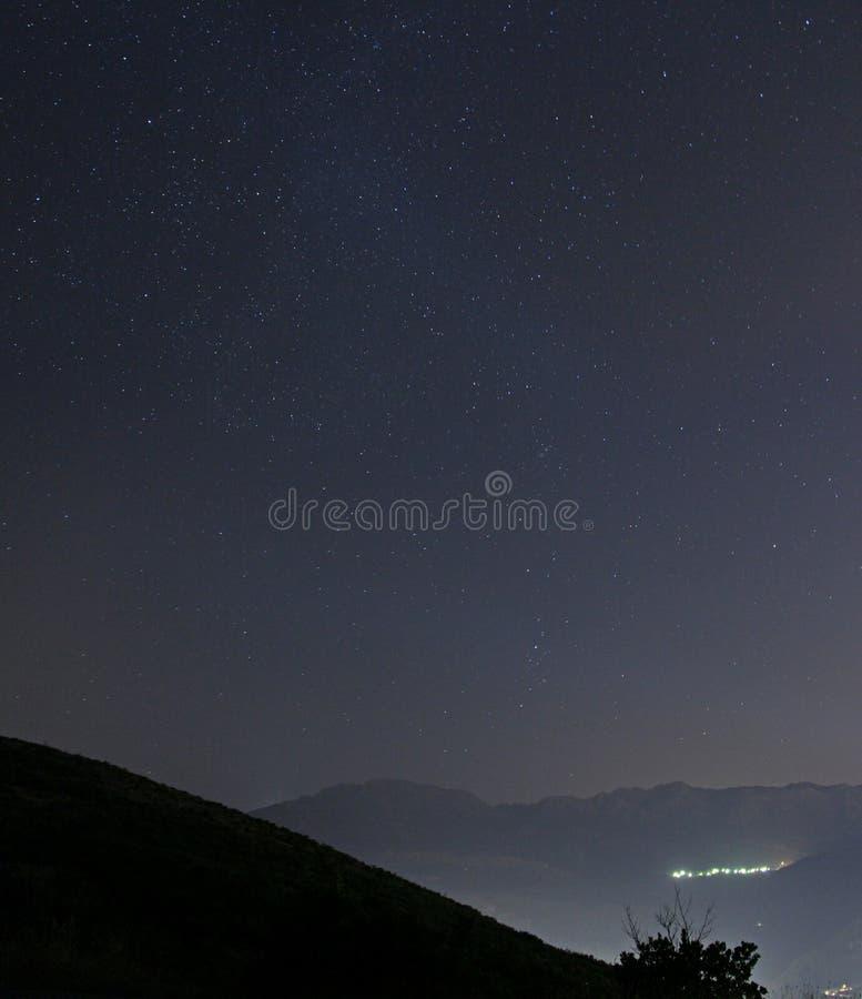 Νύχτα πέρα από την αστική πόλη στοκ φωτογραφίες με δικαίωμα ελεύθερης χρήσης