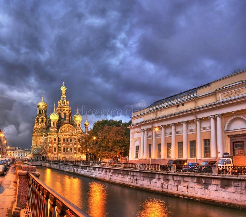 νύχτα Πετρούπολη Άγιος στοκ εικόνα με δικαίωμα ελεύθερης χρήσης