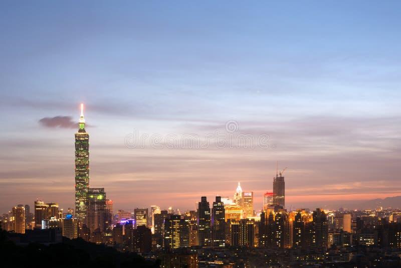 Νύχτα πόλεων της Ταϊπέι στοκ φωτογραφίες