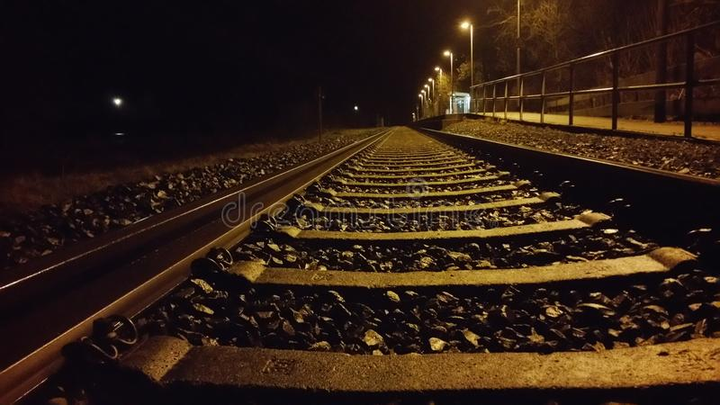 Νύχτα σταθμών τρένου στοκ φωτογραφία