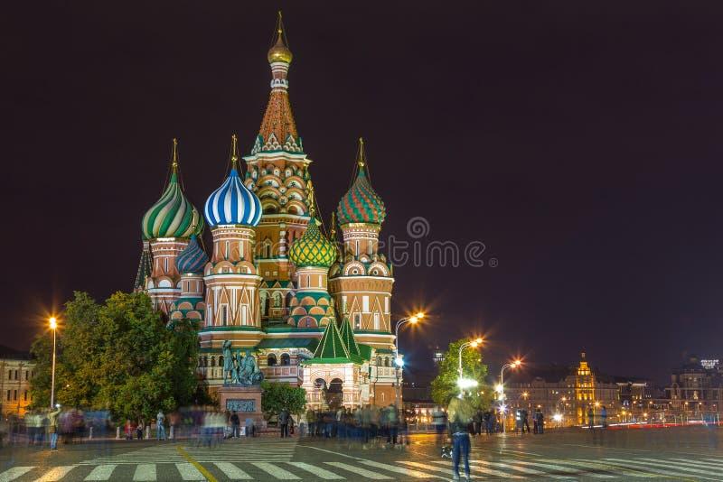 Νύχτα στην κόκκινη πλατεία Καθεδρικός ναός του βασιλικού Αγίου, Μόσχα, Ρωσία στοκ εικόνες με δικαίωμα ελεύθερης χρήσης