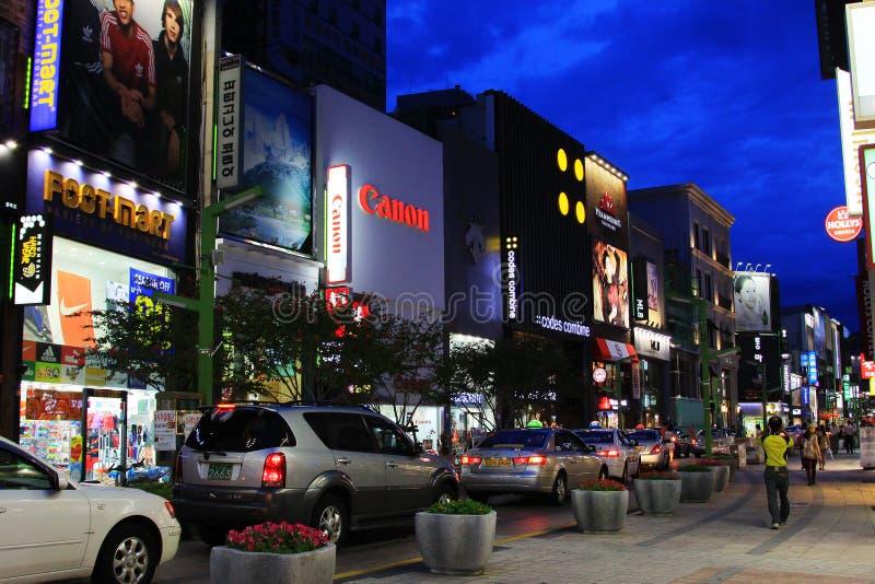 Νύχτα στην οδό αγορών της Κορέας Busan στοκ φωτογραφίες