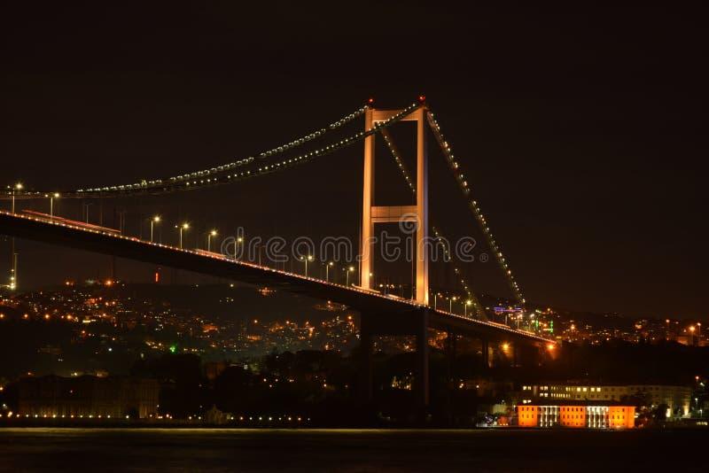 Νύχτα στη γέφυρα Bosphorus στοκ εικόνες