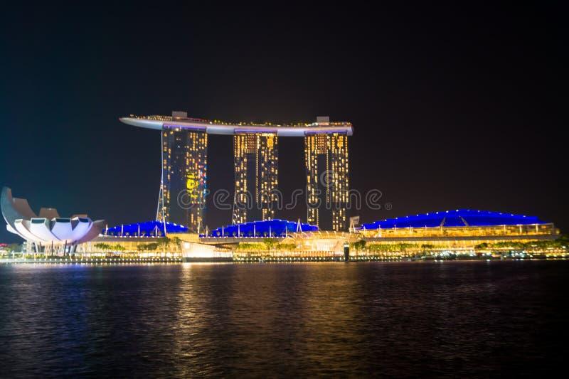 Νύχτα στη marinabay πετσέτα Σινγκαπούρη στοκ εικόνα