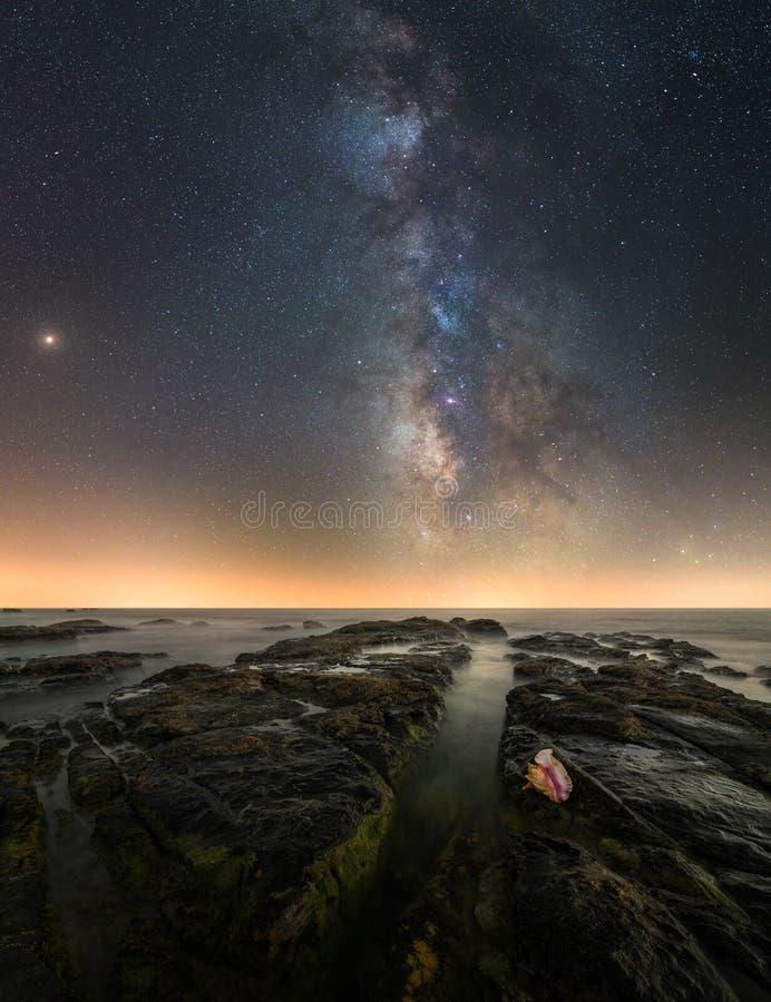 Νύχτα στους βράχους στοκ εικόνα με δικαίωμα ελεύθερης χρήσης