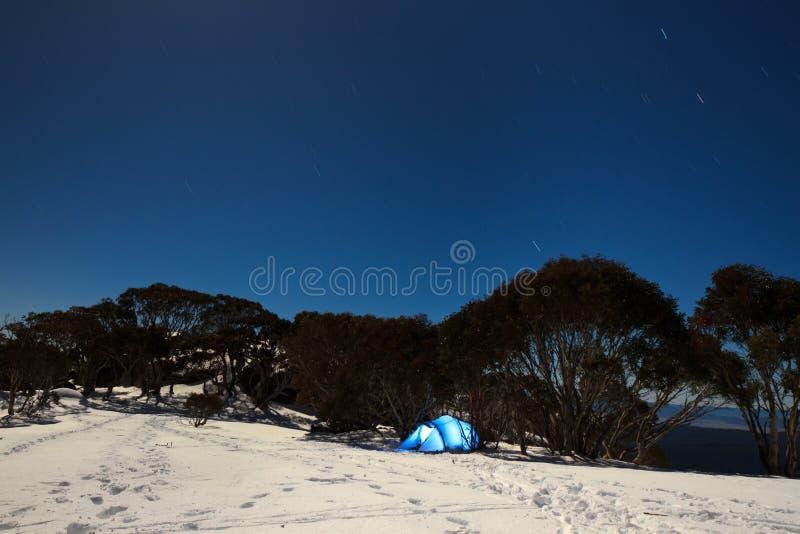 Νύχτα στο βουνό στοκ φωτογραφία με δικαίωμα ελεύθερης χρήσης