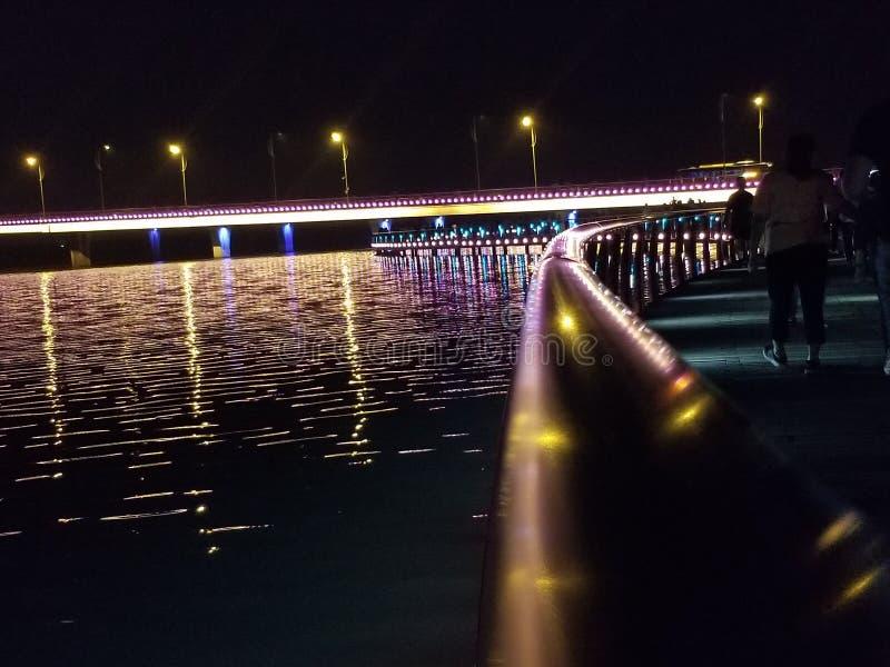 Νύχτα στο θαλάσσιο περίπατο στοκ φωτογραφία με δικαίωμα ελεύθερης χρήσης