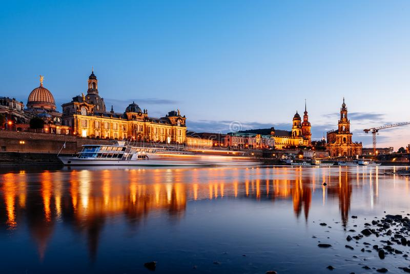 νύχτα της Δρέσδης Γερμανία στοκ φωτογραφία με δικαίωμα ελεύθερης χρήσης