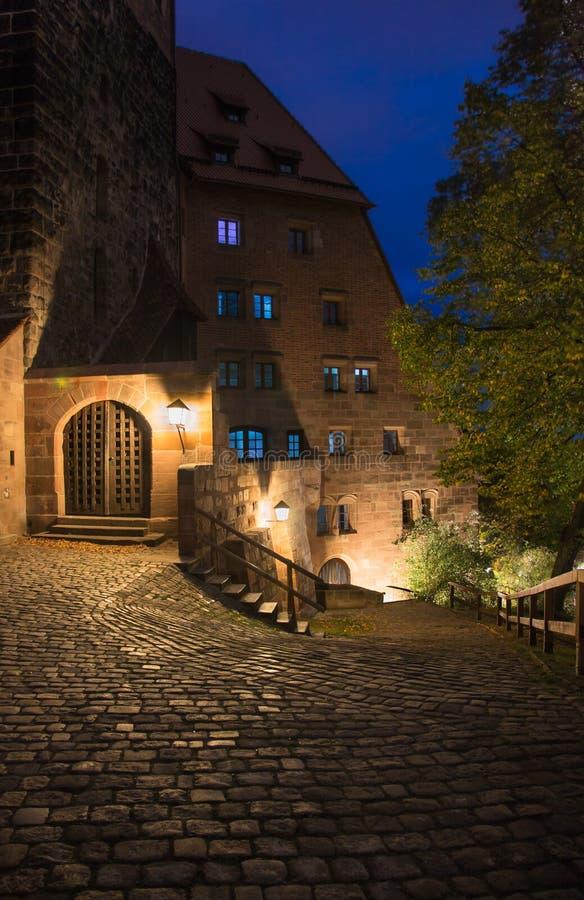 Νύχτα της Νυρεμβέργης, Γερμανία - το αυτοκρατορικό Castle στοκ εικόνα με δικαίωμα ελεύθερης χρήσης