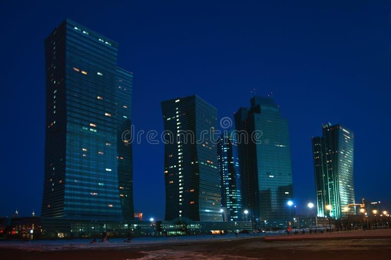 νύχτα του Καζακστάν πόλεων astana στοκ εικόνες