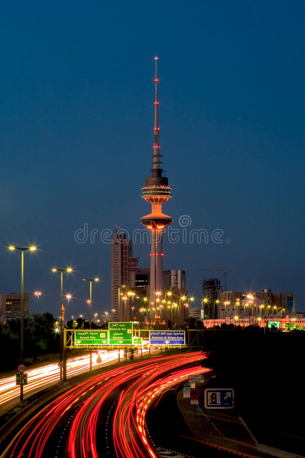 νύχτα του Κουβέιτ πόλεων στοκ εικόνες