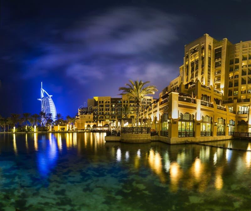 Νύχτα του Ντουμπάι στοκ εικόνα με δικαίωμα ελεύθερης χρήσης