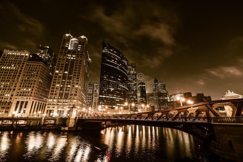 Νύχτα του Σικάγου σε χρυσό στοκ φωτογραφία με δικαίωμα ελεύθερης χρήσης