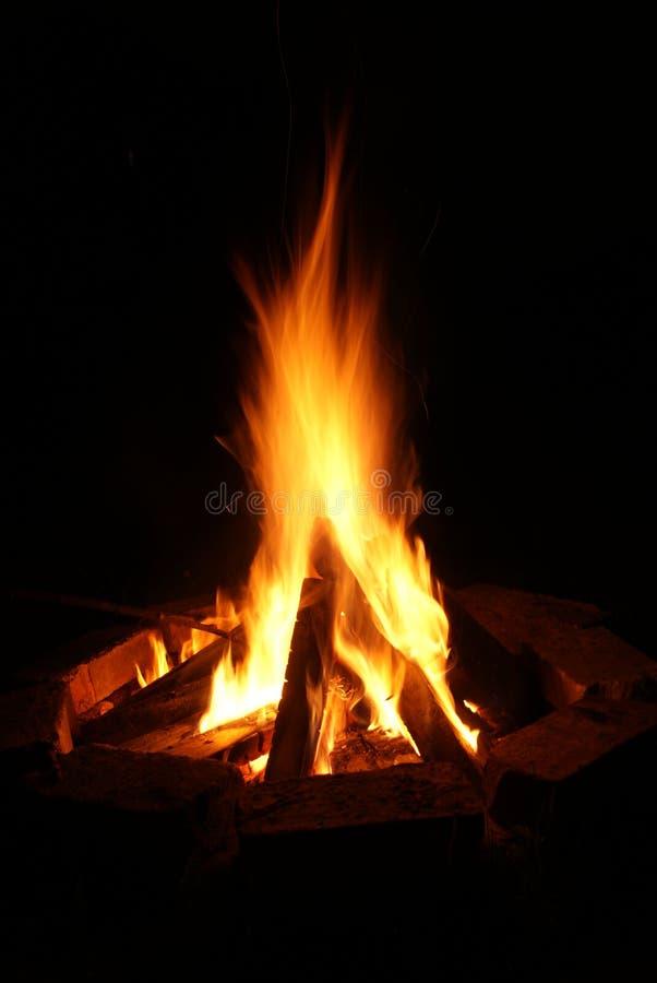 Νύχτα φωτιών στοκ εικόνα με δικαίωμα ελεύθερης χρήσης