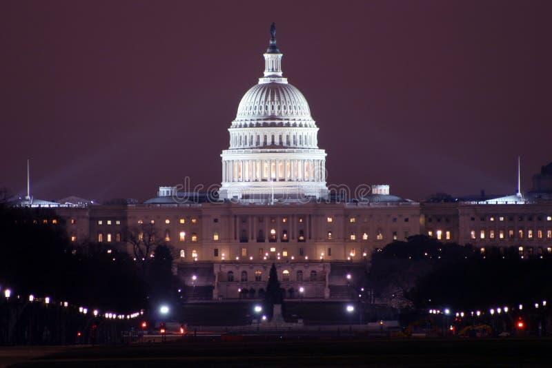 Download νύχτα capitol στοκ εικόνα. εικόνα από κυβέρνηση, σπίτι - 398411
