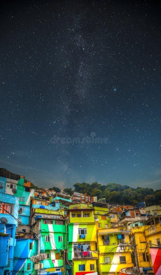 Νύχτα Favela στοκ εικόνες