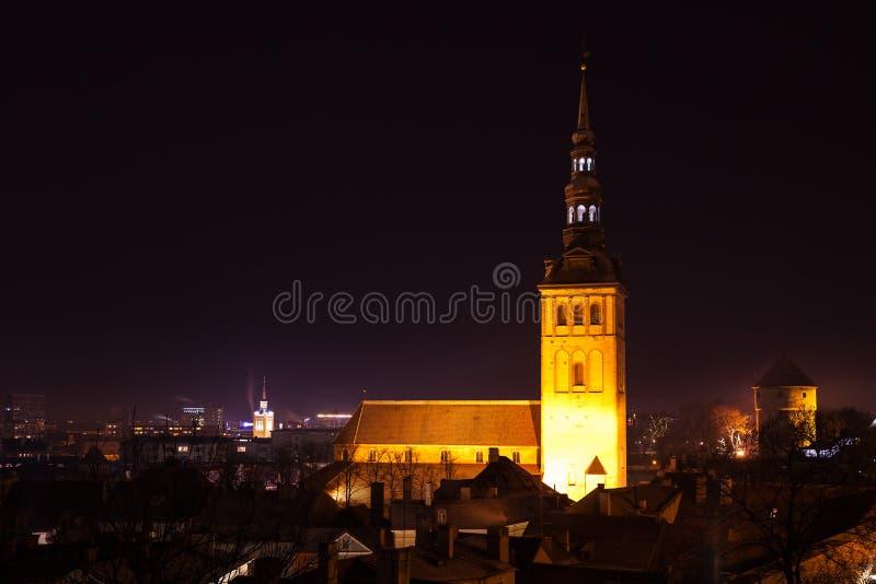 νύχτα ST Nicholas εκκλησιών παλαιά πόλη του Ταλίν στοκ φωτογραφία με δικαίωμα ελεύθερης χρήσης