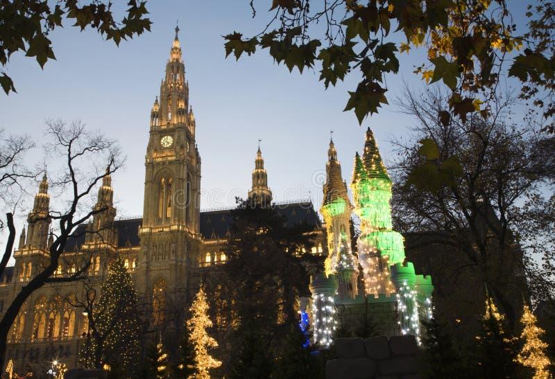 Download νύχτα Townhall Βιέννη αγοράς Χριστ&omic Στοκ Εικόνες - εικόνα από australites, βράδυ: 17058784