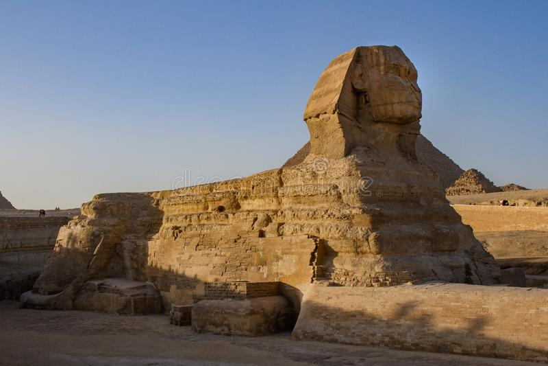 Ξάπλωμα μεγάλο Sphinx στις μεγάλες πυραμίδες Giza σύνθετες, Giza, Αίγυπτος στοκ φωτογραφίες