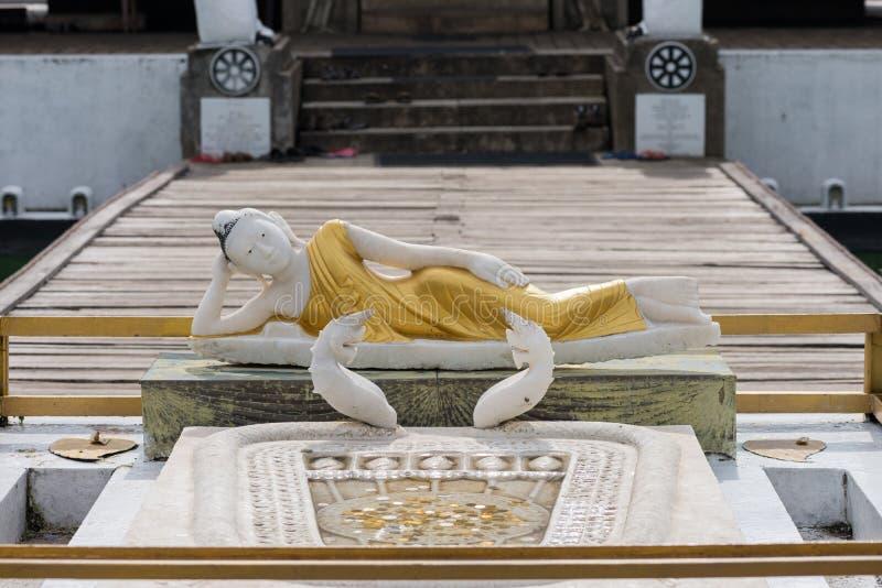 Ξάπλωμα του αγάλματος του Βούδα στο ναό Seema Malaka σε Colombo, Σρι Λάνκα στοκ φωτογραφίες