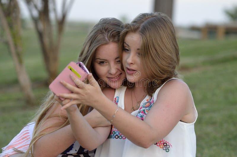 Ξανθά κορίτσια εφήβων στοκ εικόνα με δικαίωμα ελεύθερης χρήσης