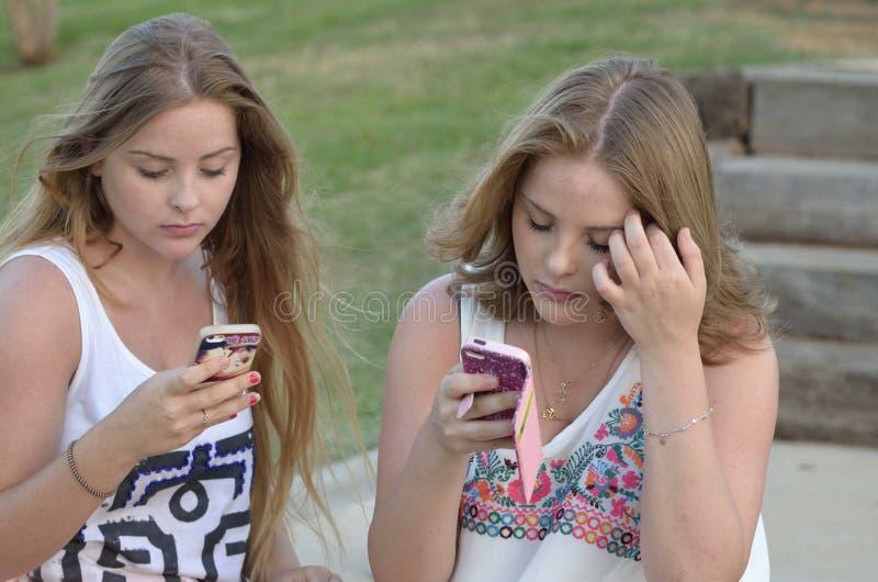 Ξανθά κορίτσια εφήβων στοκ φωτογραφία με δικαίωμα ελεύθερης χρήσης