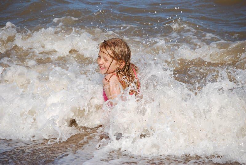 ξανθά κύματα κοριτσιών απόλ&al στοκ εικόνες
