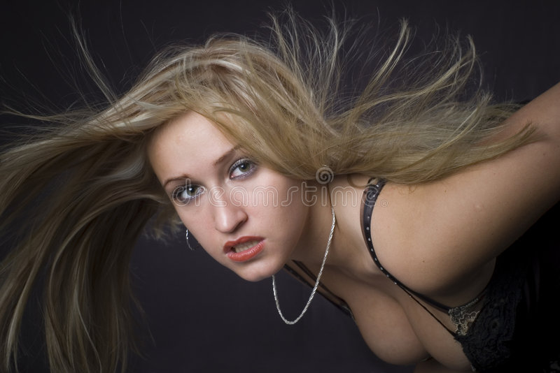 ξανθά χτυπώντας τριχώματα μα στοκ φωτογραφία με δικαίωμα ελεύθερης χρήσης