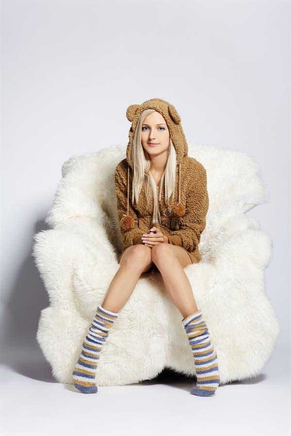 Download ξανθή έδρα βραχιόνων γούνινη Στοκ Εικόνα - εικόνα από ρωσικά, ζεστασιά: 17051573