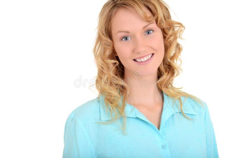 Ξανθή γυναίκα με το μπλε πουκάμισο στοκ εικόνα με δικαίωμα ελεύθερης χρήσης