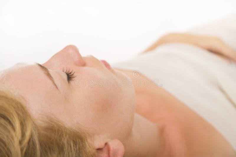 Download ξανθή γυναίκα ύπνου στοκ εικόνα. εικόνα από εσωτερικός - 22797037