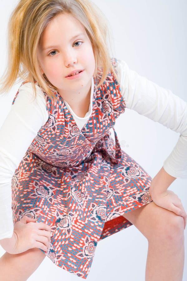 ξανθή τοποθέτηση μόδας παι&de στοκ φωτογραφία με δικαίωμα ελεύθερης χρήσης