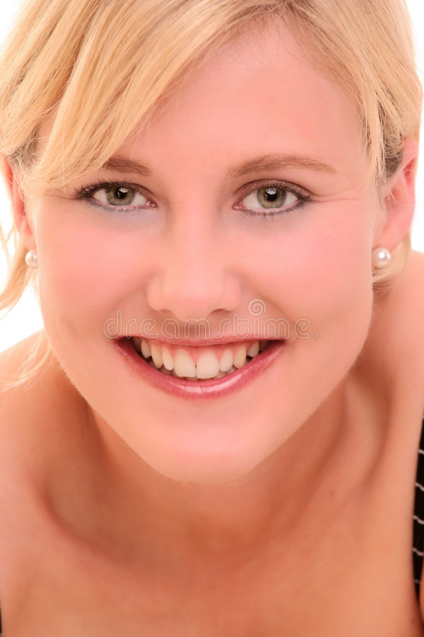 ξανθή χαμογελώντας γυναίκα πορτρέτου στοκ εικόνα με δικαίωμα ελεύθερης χρήσης