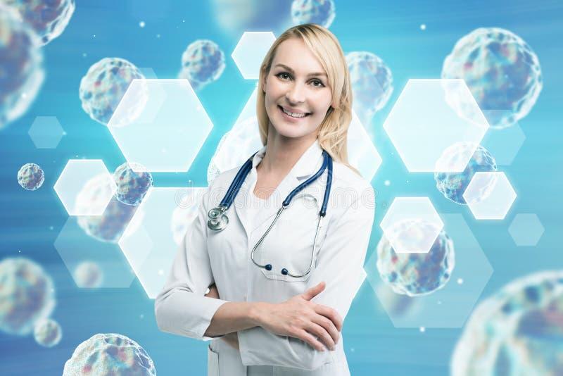 Ξανθός γιατρός γυναικών και στενός ένας επάνω ιών στοκ εικόνα με δικαίωμα ελεύθερης χρήσης