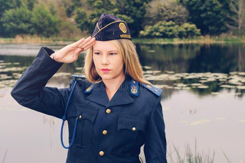 Ξανθός χαιρετισμός αστυνομικινών στοκ φωτογραφίες με δικαίωμα ελεύθερης χρήσης