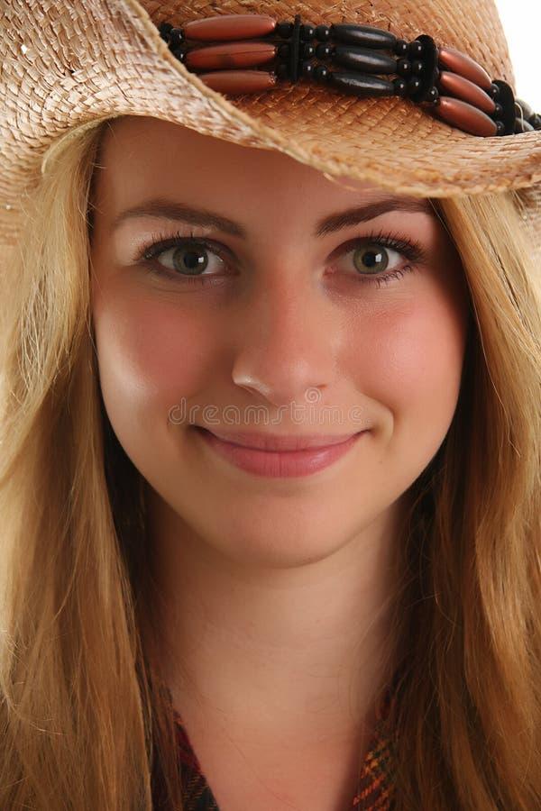 ξανθό κορίτσι αγελάδων στοκ εικόνες με δικαίωμα ελεύθερης χρήσης