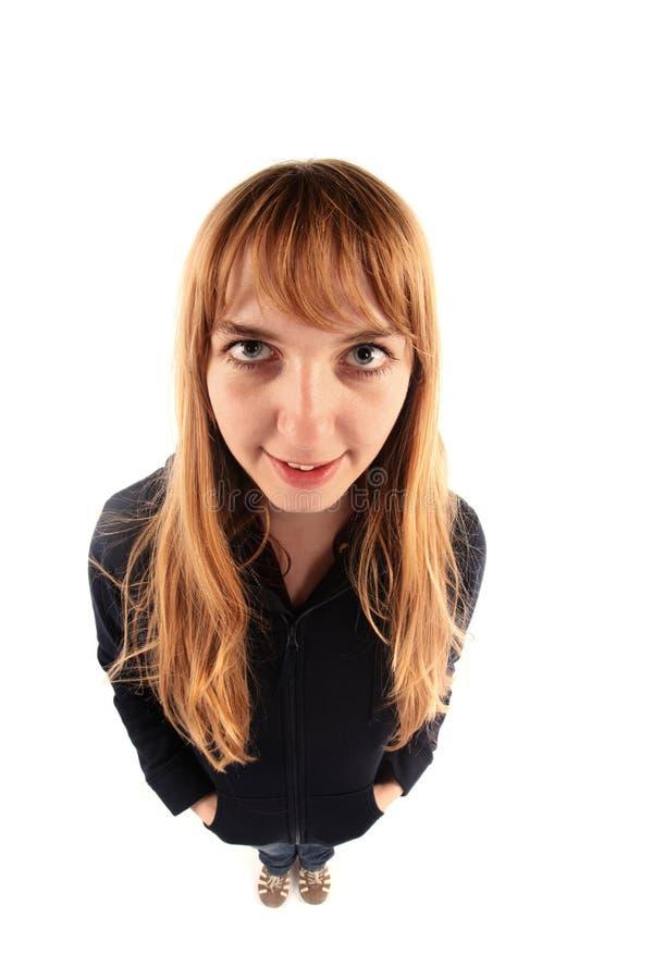 Ξανθό κορίτσι με το φακό fisheye στοκ εικόνες