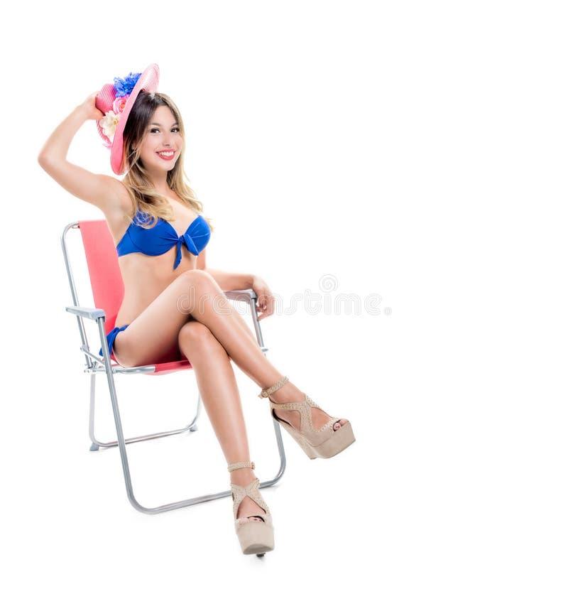 Ξανθό κορίτσι σε ένα κοστούμι λουσίματος στοκ φωτογραφίες
