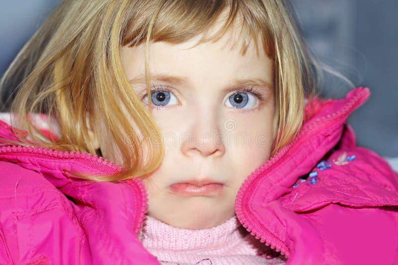 ξανθό κορίτσι χειρονομία&sigma στοκ φωτογραφία με δικαίωμα ελεύθερης χρήσης