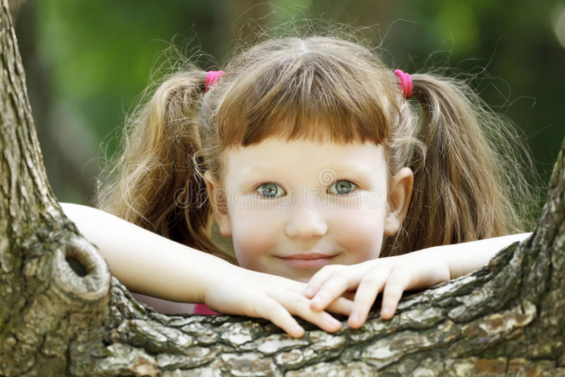 ξανθό χαμόγελο κοριτσιών στοκ εικόνα