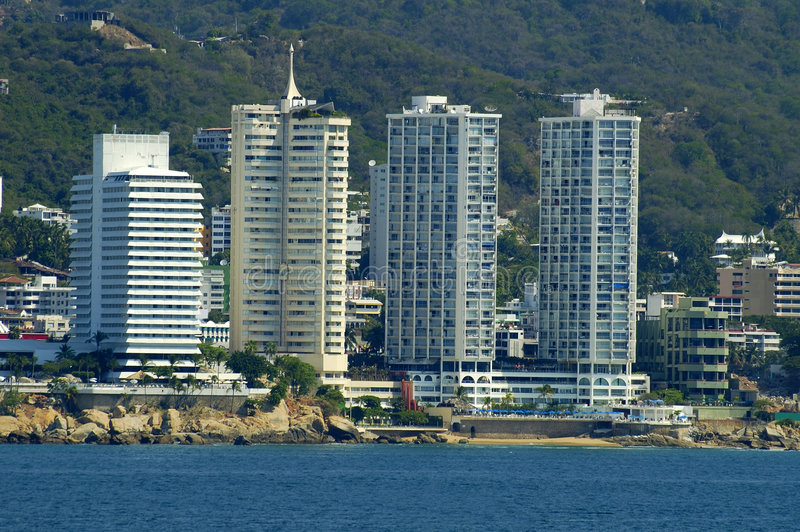 Download ξενοδοχεία acapulco στοκ εικόνες. εικόνα από κύμα, φοίνικας - 114732