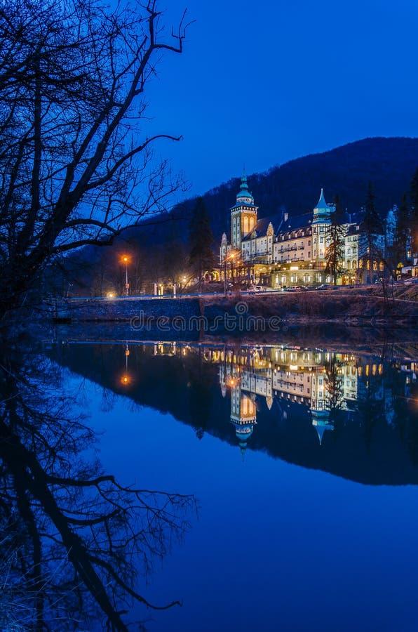 Ξενοδοχείο παλατιών τη νύχτα στοκ εικόνες με δικαίωμα ελεύθερης χρήσης