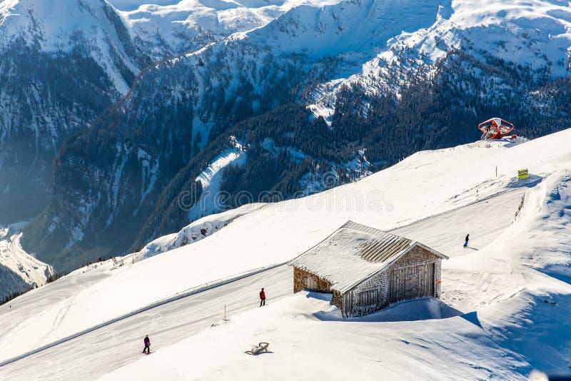 Ξενοδοχείο στο χιονοδρομικό κέντρο κακό Gastein στα χειμερινά χιονώδη βουνά, Αυστρία, έδαφος Σάλτζμπουργκ στοκ εικόνα