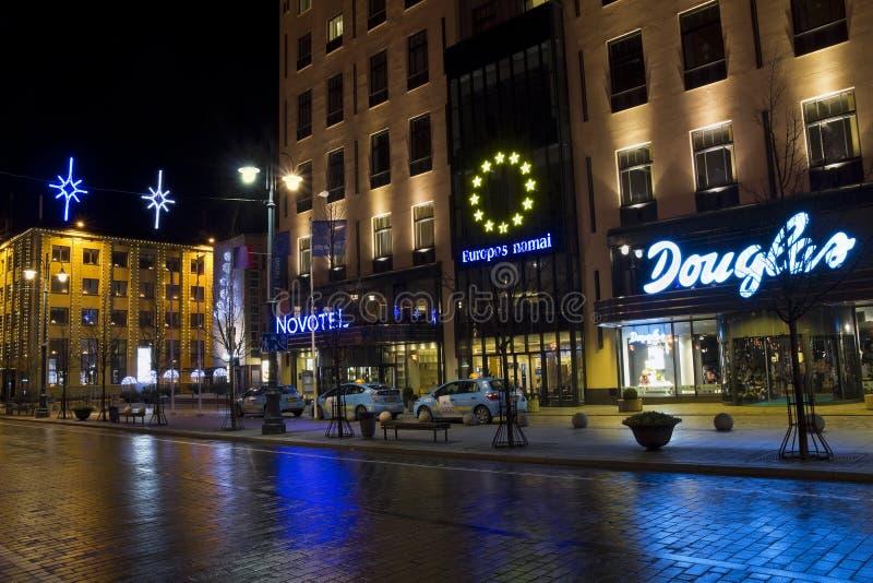 Ξενοδοχείο Novotel στη νύχτα Χριστουγέννων στοκ φωτογραφία με δικαίωμα ελεύθερης χρήσης