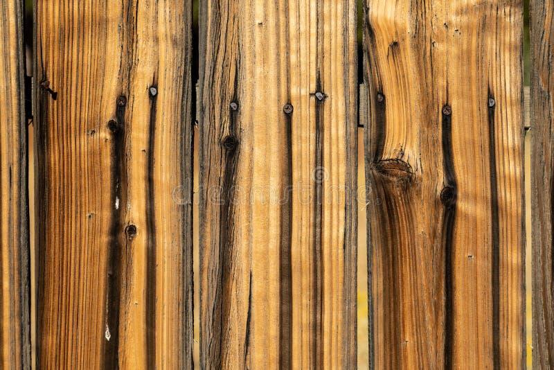 Ξεπερασμένη καφετιά ξύλινη επιφάνεια υποβάθρου Ξύλινη σύσταση rus τοίχων στοκ φωτογραφία με δικαίωμα ελεύθερης χρήσης