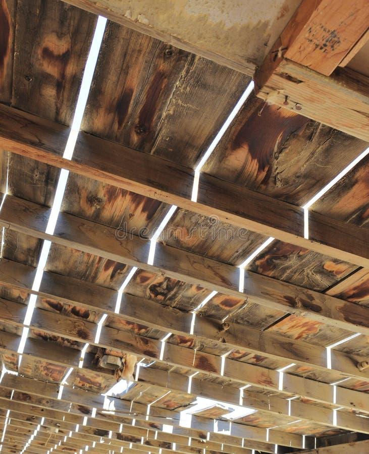Ξεπερασμένη ξύλινη δομή στην έρημο στοκ φωτογραφία με δικαίωμα ελεύθερης χρήσης